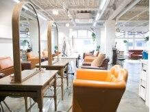 オーファ 金町(Ofa)の雰囲気(贅沢に空間を使った店内でゆったりと【金町の美容院】)