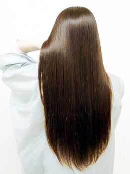 シェノン(Chainon)の写真/【最上級の質感を追及】プレミアムストレート+美髪トリートメントで、極上の手触り・ツヤ・自然感を実現。