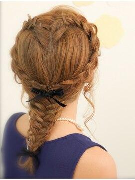 ハートヘアアレンジ ハート の編み込み が個性的☆結婚式 二次会 女子会に♪