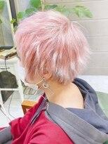 ピンクカラーショートウルフ デザインブリーチカラー