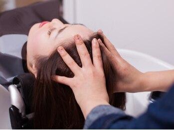 リジーヘアアンドスパ(Lizzy Hair&Spa)の写真/数種類のオイルやクリームから、頭皮の状態に合ったものを選択。ツボ刺激でリラクゼーション効果も◎