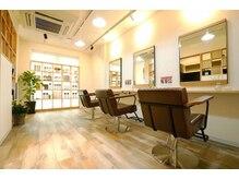 オクトヘアープラス 学芸大学店(octo hair+)の雰囲気(ゆっくりおくつろぎいただける広々空間。衛生対策も万全です。)
