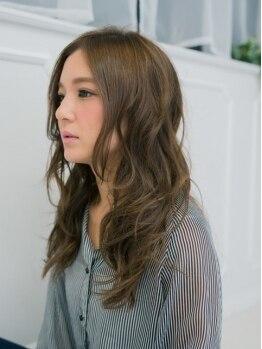 ラノヘアー(Lano hair)の写真/【透明感のある艶髪に♪】一人一人のダメージレベルや髪質に合わせて薬剤を調合し、丁寧に染めてくれる☆