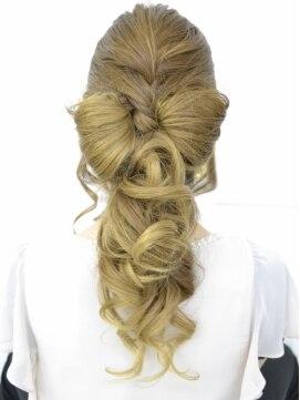 ポニーテールリボンヘアアレンジ(結婚式の髪型) プレストベル 三宮リボン×ポニーテール