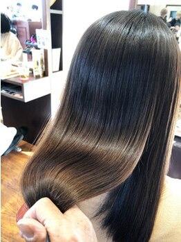 ヘアメイク アリエス 岩切店(HAIR MAKE aries)の写真/縮毛矯正アカデミー修了スタイリストが在籍。本物の技術でつくる美髪ストレート