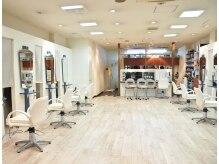 エムアンドピース 志村坂上店(M&Ps)の雰囲気(白を基調とした明るい雰囲気のお店です。)