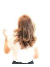 エメールヘア(aimere hair)毛先中心のゆるふわパーマ×前髪ありでスイートに