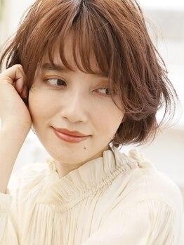 エルサロン 大阪店(ELLE salon)の写真/首筋・横顔も美しい理想のフォルムを創り、上品さとエレガントさを兼ね備えた大人のショートヘアを。