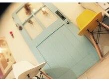 ラズブランコ(luz Blanco)の雰囲気(知る人ぞ知る思い出の青い扉。扉の奥には…)