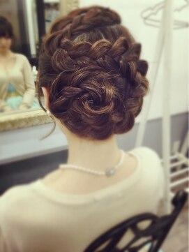 結婚式 髪型 編み込みヘアアレンジ 編み込み花アップ