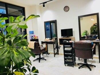 エニー(Any Hair Life)の写真/経験豊富なスタイリストがマンツーマン施術。居心地の良い落ち着いた空間で、リラックスできる…。