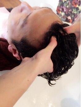 ヘアーアンドネイル フーガ(hair & nail fuga)の写真/ヘッドスパ専門店の様な気持ち良さで若々しい髪へ!施術後の美しいツヤ髪で見た目年齢にも変化が…◎
