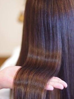 マハロ ヘア リゾート(MAHALO HAIR RESORT)の写真/【抜群のキープ力☆】長年の研究と経験から手掛けるワンランク上の縮毛矯正☆うるおい続くサラツヤ髪に◎