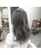アリシア ヘアー(Alicia hair)ホワイトアッシュ