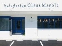 グラスマーブル(Glass Marble)の雰囲気(鮮やかな青色の扉が目印です♪)