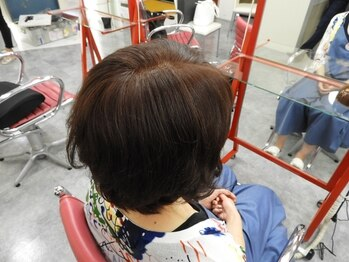 美容室サルビアジェンヌ店の写真/明るくしっかり染まるのに髪や肌へのダメージが少ない♪美しい髪でいつまでも若々しい印象に。