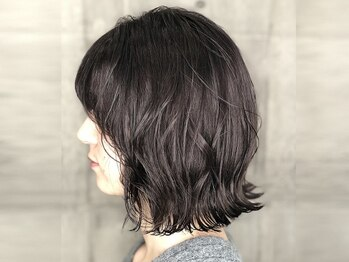 """ジャイロヘア(gyro hair)の写真/【アッシュの色味が叶える""""外国人風""""透明感】話題の『ADDICTHY』や『THROW』で、暗髪でも透けるカラーに♪"""
