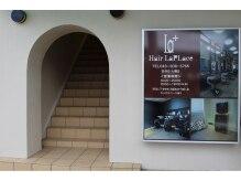 ヘアーラプラス(hair Laplace)の雰囲気(駅東口のロータリーに面してオシャレな専用階段がございます。)