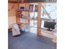 ノマニカ バイ ルレーヴ 池田店(noma-nika by Le reve)の雰囲気(キッズスペースあります。おもちゃ、モニター完備で遊び放題!)