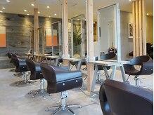 オーブ ヘアー カルロ 秋田店(AUBE HAIR calro)の雰囲気(開放感のある明るい店内で、くつろぎの時間をお過ごしください。)