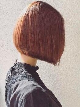 ヒツジ(hitsuji)の写真/今までにないあなたの雰囲気に周囲からの好評価間違いなし!透明感と艶で柔らかな印象の髪色を絶妙に表現◎