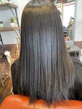 ヘアスタジオ ガロウ(hair stuido garou)まとまりあるストレートヘア