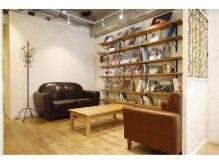ラムス (rams)の雰囲気(貴重な写真集、ブック、ゆったりとしたソファでのくつろげる空間)
