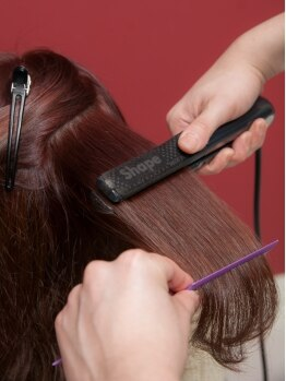 アポジェヘアー(apogee Hair)の写真/憧れのナチュラルストレートをプチプライスで体験できる☆予算・仕上がりに合わせて選べる縮毛矯正♪