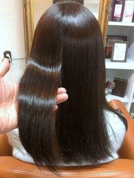 ヘアーサロン ダイス(HAIR SALON DICE)の写真/つい触りたくなる柔らかな印象のうるツヤストレート☆ナチュラルな仕上がりと質感を体験して♪