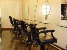 ウェーブ 本間信介 美容室(WAVE)の雰囲気(お席の鏡が一席ずつ違います。暖かさの中にこだわりも♪)