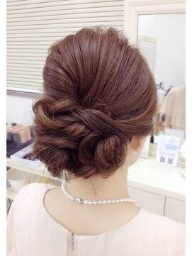結婚式の髪型(ヘアアレンジ) 大人のルーズアップ