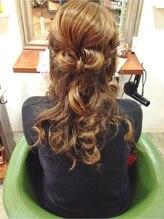 ブリッジ ヘアー(BRIDGE hair)編み込みりぼんでハーフアップ