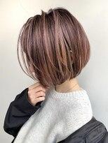 ピンクベージュハイライトカラー×ショートボブ 前髪あり K03-11
