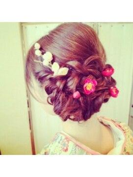 結婚式の髪型 ヘアアレンジ 編み込み小花