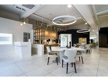 ロベック フジガオカ(Lobec FUJIGAOKA)の雰囲気(白を基調とし、広々とした店内。癒される空間です…)