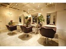 プレイヴ(PREVE)の雰囲気(店内は広々とした空間にゆったりとした椅子をご用意しております)