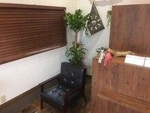 アニーズ(Anny's)の雰囲気(植物が多くゆっくりくつろげる待合スペースです!)