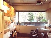 フェリエ (FERIE)の雰囲気(シャンプー台から見える窓からは緑がたくさん)