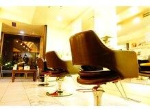 クライブ ヘアー 千葉中央店(CRiB hair)の雰囲気(白を貴重とした清潔感ある店内でお寛ぎの時間をお過ごし下さい。)