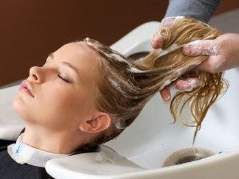 ヘアー ラウンジ コン モア(hair lounge Comme moi)の写真/スパニスト資格保持者が行う、専門性の高い手技によるヘッドスパに定評アリ!豊富なメニューに大満足♪