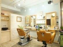 ヘアーアンドリラクゼーション ナスカ(Hair&Relaxation NazcA)の雰囲気(店内は木目を基調とした落ち着ける雰囲気になっています。)