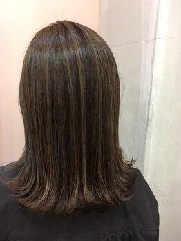 ニコ ヘアーアンドメイク(nico hair&make)の写真/髪質/体質に合わせ《AVEDA》をはじめ、こだわりの薬剤をご用意。白髪カバーしながら自然で柔らかな質感に☆
