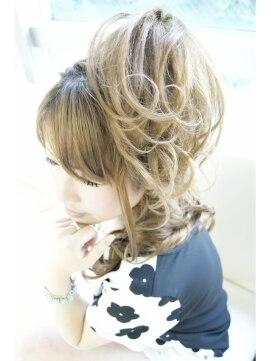 盛り髪 ハーフアップヘアアレンジ メルティーヘア(Melty hair)スジ盛り☆ハーフアップ