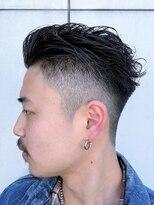 ツーブロックフェードカット短髪パーマ かき上げヘア メンズ