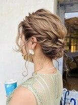 エイミーバイアフロート(amie by afloat)◆ ルーズな立体感!丸みシルエットのまとめ髪