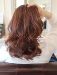 【30代・40代】オレンジベージュのカールミディアムヘア