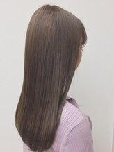 【髪のクセ・うねる髪も自然な仕上がリ♪】弱酸性ストレートで髪に優しく、艶&手触りUP!でクセが伸びる☆