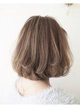 エフィル(efil.)【efil. Hair design】極細ハイライト×ミルクティーベージュ