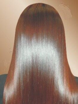 エヴィス(evis)の写真/厳選した薬剤の有効成分が髪の芯まで浸透して傷みを修復◎evisならではのヘアケアをお試しあれ♪