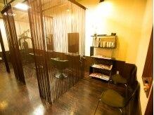 ヘアーエヌプラス (HAIR N+)の雰囲気(席と席の間が広々☆ゆったりスペースで施術が受けられます♪)